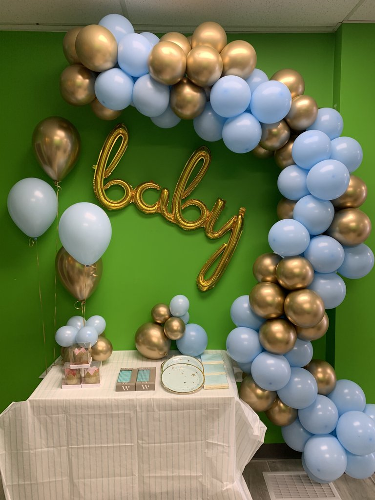 Baby shower balloon garland