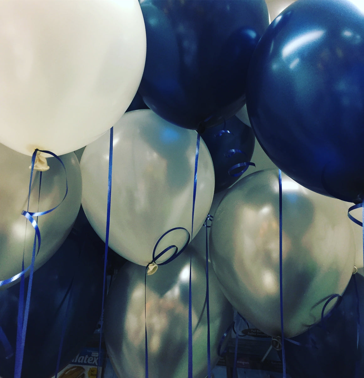 midnight blue, silver and pearalised white balloon bouquet