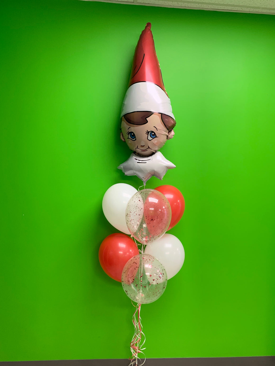 Elf on the shelf balloon bouquet