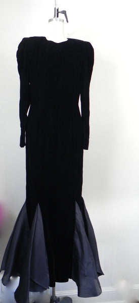 RENTAL ONLY Vintage 1970s-1980s Carolina Herrera Black Velvet Long Sleeve Sheath Evening Gown - Vintage World Rocks - 4