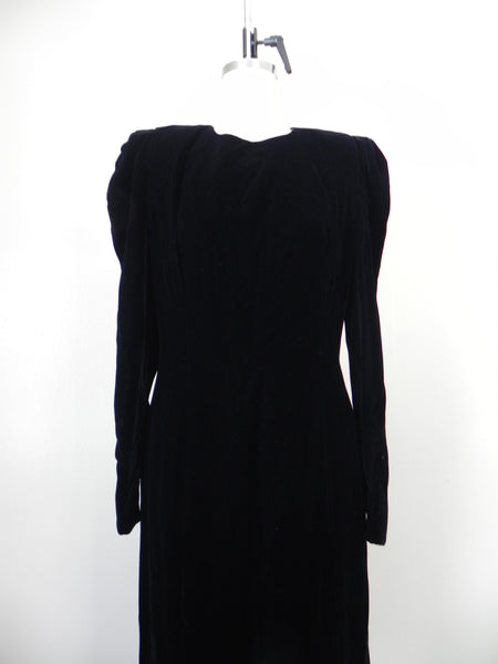 RENTAL ONLY Vintage 1970s-1980s Carolina Herrera Black Velvet Long Sleeve Sheath Evening Gown - Vintage World Rocks - 5
