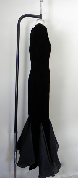 RENTAL ONLY Vintage 1970s-1980s Carolina Herrera Black Velvet Long Sleeve Sheath Evening Gown - Vintage World Rocks - 6
