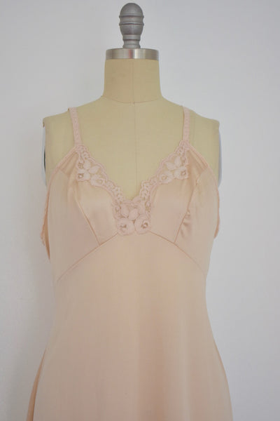 Vintage 1960s Beige Lace Nightgown