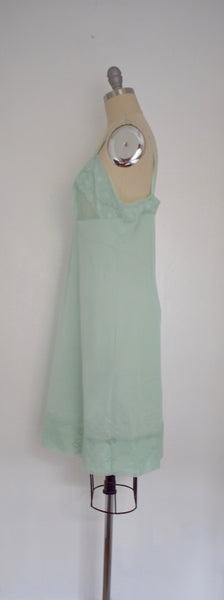 Vintage 1970s  Light Green Lace Nightgown