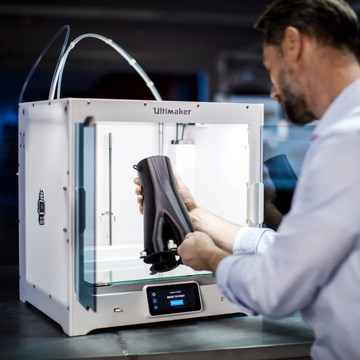 Engineer removing a successful 3D print from the Ultimaker S5