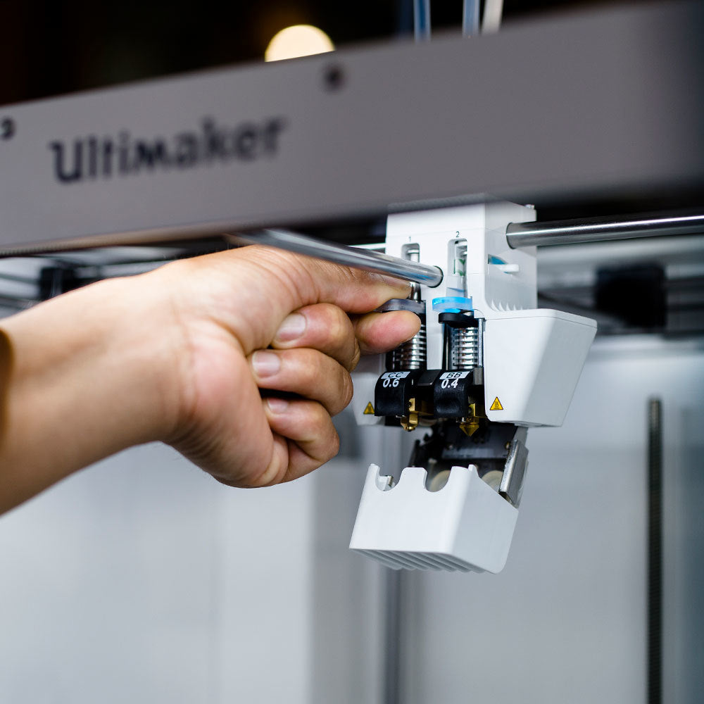 Ultimaker S5 swapping print cores in seconds