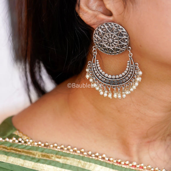 SILVER TONED CHANDBALIS