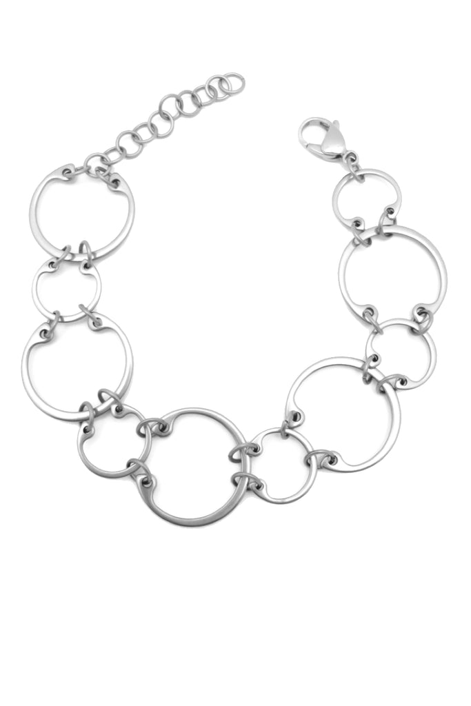 Alternating Bracelet by Wraptillion: a linked circle chain bracelet in alternating sizes