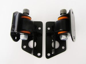 MW10383 PAIR OF UPRATED ENGINE MOUNTS E-TYPE S1 3.8