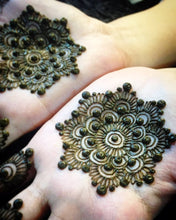 Load image into Gallery viewer, Henna Class 4 - Mandala Design (3 Hours) - SyraSkins