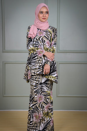 Suri Kurung in Green Leaf