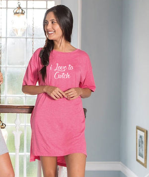 Girls Oversized sleepy T - i Love to cwtch PINK