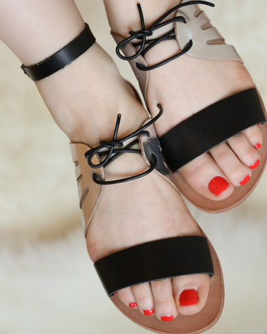 LILA Fashion | Kamares Sandal | Black & Silver