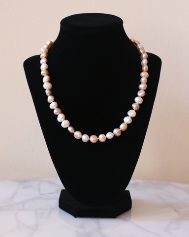 LILA Fashion | Aphrodite Pink Pearl Necklace