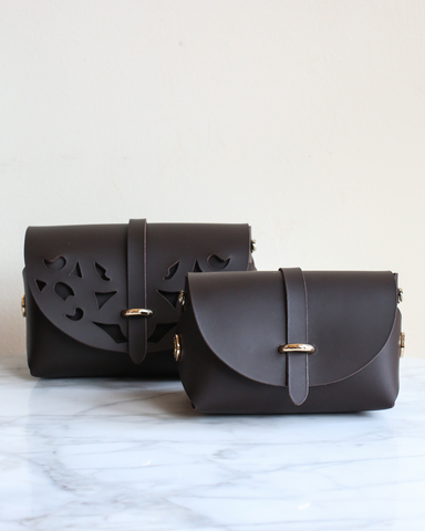 LILA Fashion | 'My Passport' Barrel Bag | Dark Brown