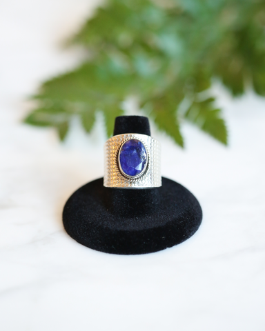 LILA Fashion | Etched Gemstone Ring | Blue
