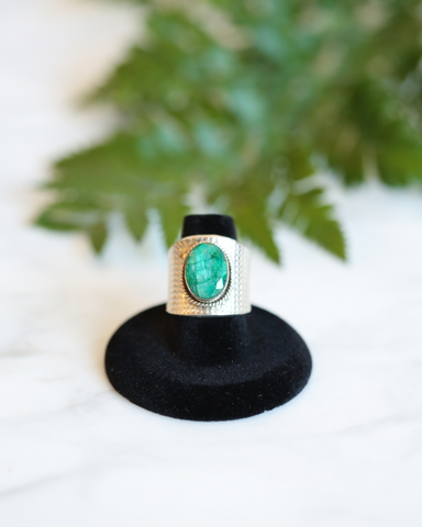 LILA Fashion | Etched Gemstone Ring | Green