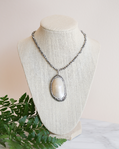 LILA Fashion | Pearl Pendant Necklace
