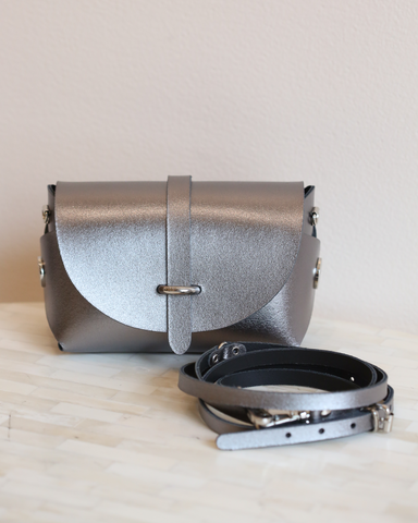 LILA Fashion | 'My Passport' Barrel Bag | Gunmetal