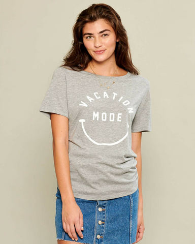 LILA Fashion | Vacation Mode Tee