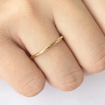 Dainty Mobius Twist Ring