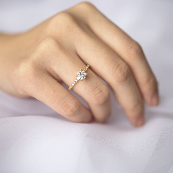 Round Moissanite Engagement Ring With 20 Side Diamonds