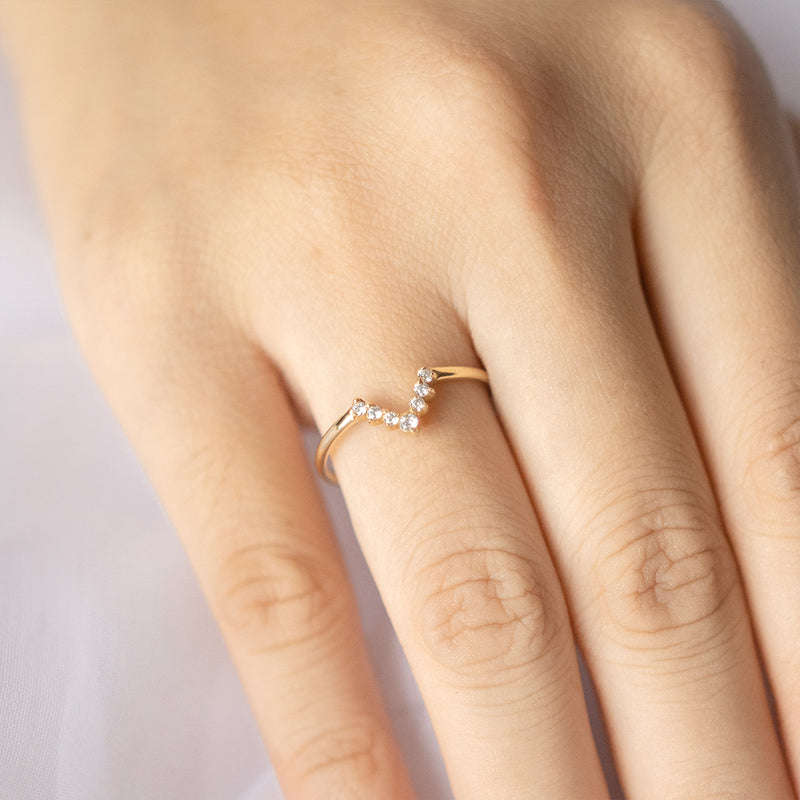 Diamond V Ring