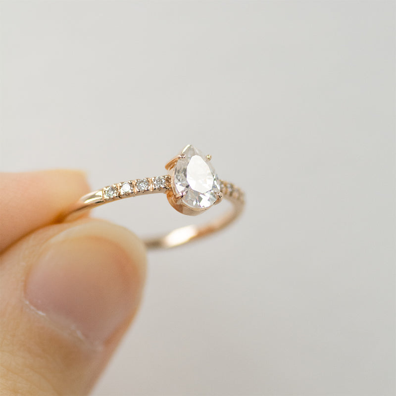 7x5MM Pear Moissanite Engagement Ring With 8 Side Diamonds