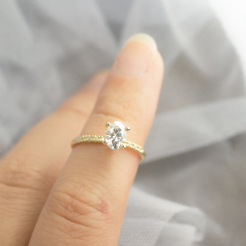 7x5MM Oval Moissanite Engagement Ring With 8 Side Diamonds