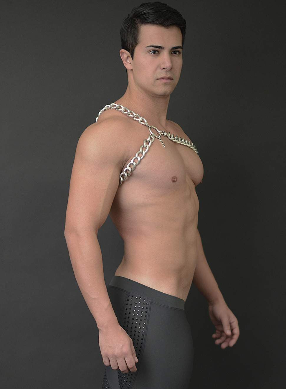 LEVI OVERSIZED CHAIN SLING HARNESS