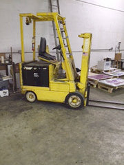 FORK LIFT CLARK 5000 pounds ELECTRIC
