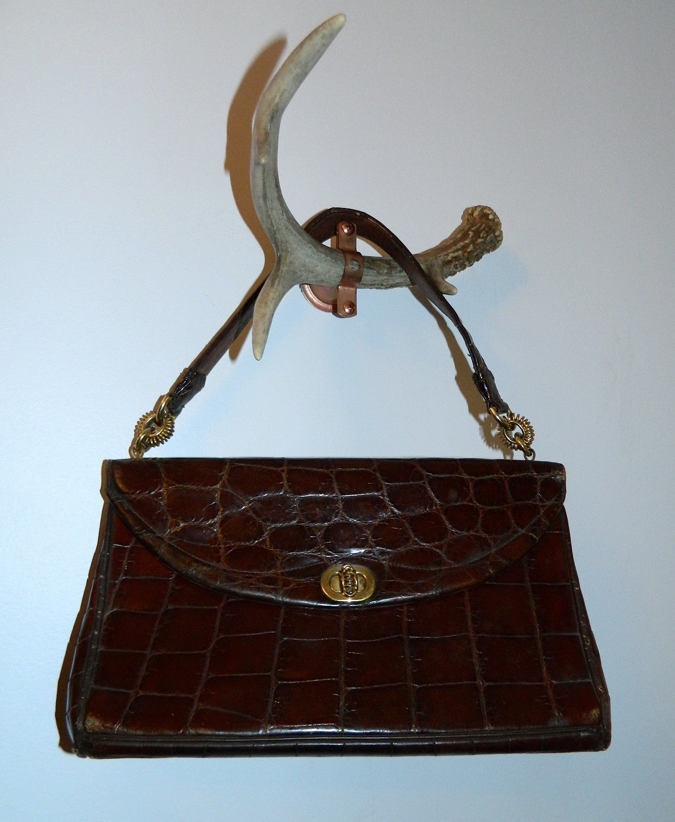 vintage LOEWE alligator handbag 1940s turn lock brown gator kelly bag