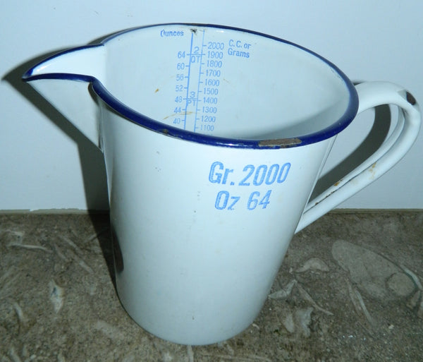 vintage 1940s enamel pitcher English metal measuring jug 64 oz / 2000 Gr.