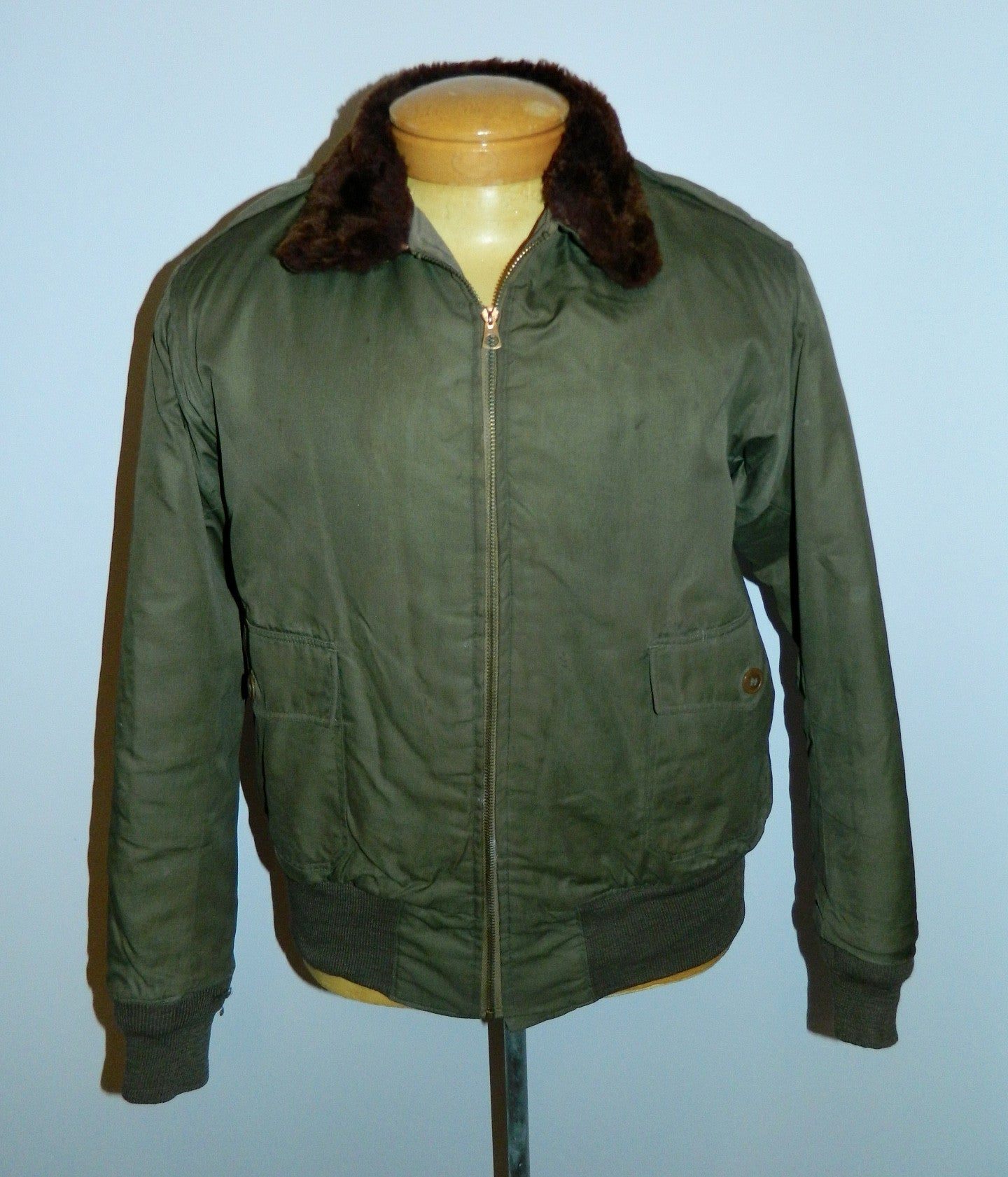 vintage 1940s B 10 flight jacket USAAF WWII cloth bomber jacket 42