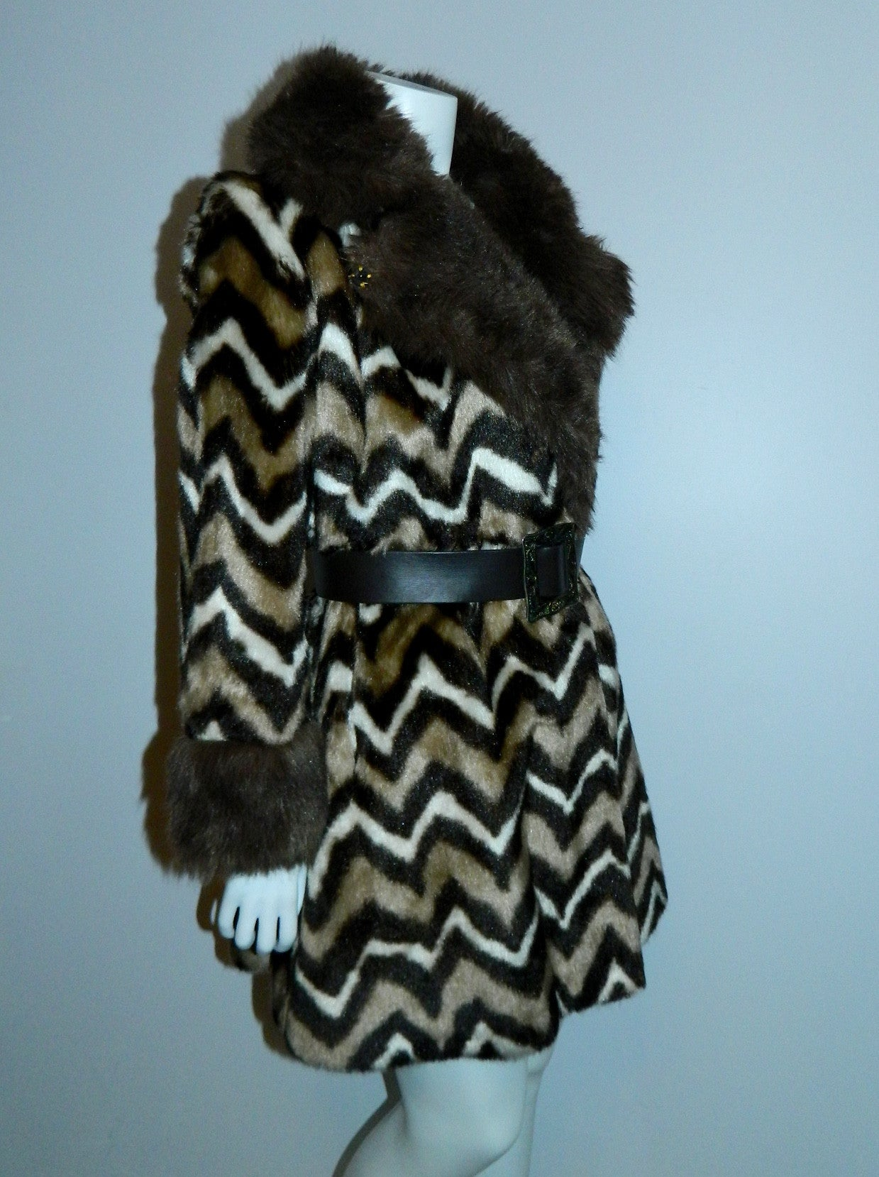 MOD 1960s faux fur coat brown Zig Zag ANIMAL print jacket XS - S