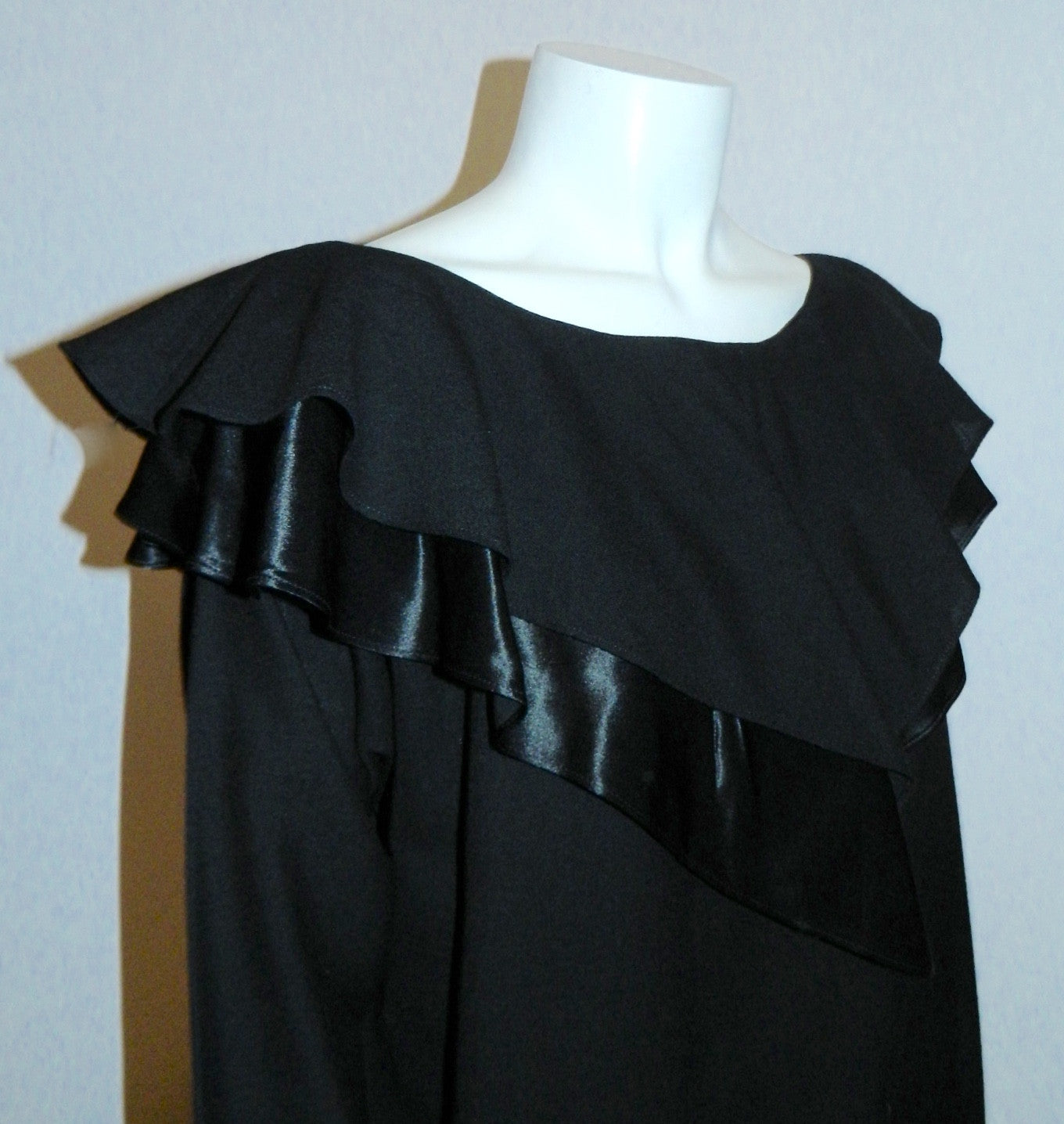 vintage 1980s dress Giorgio Sant Angelo black wool ruffle neck dress L XL