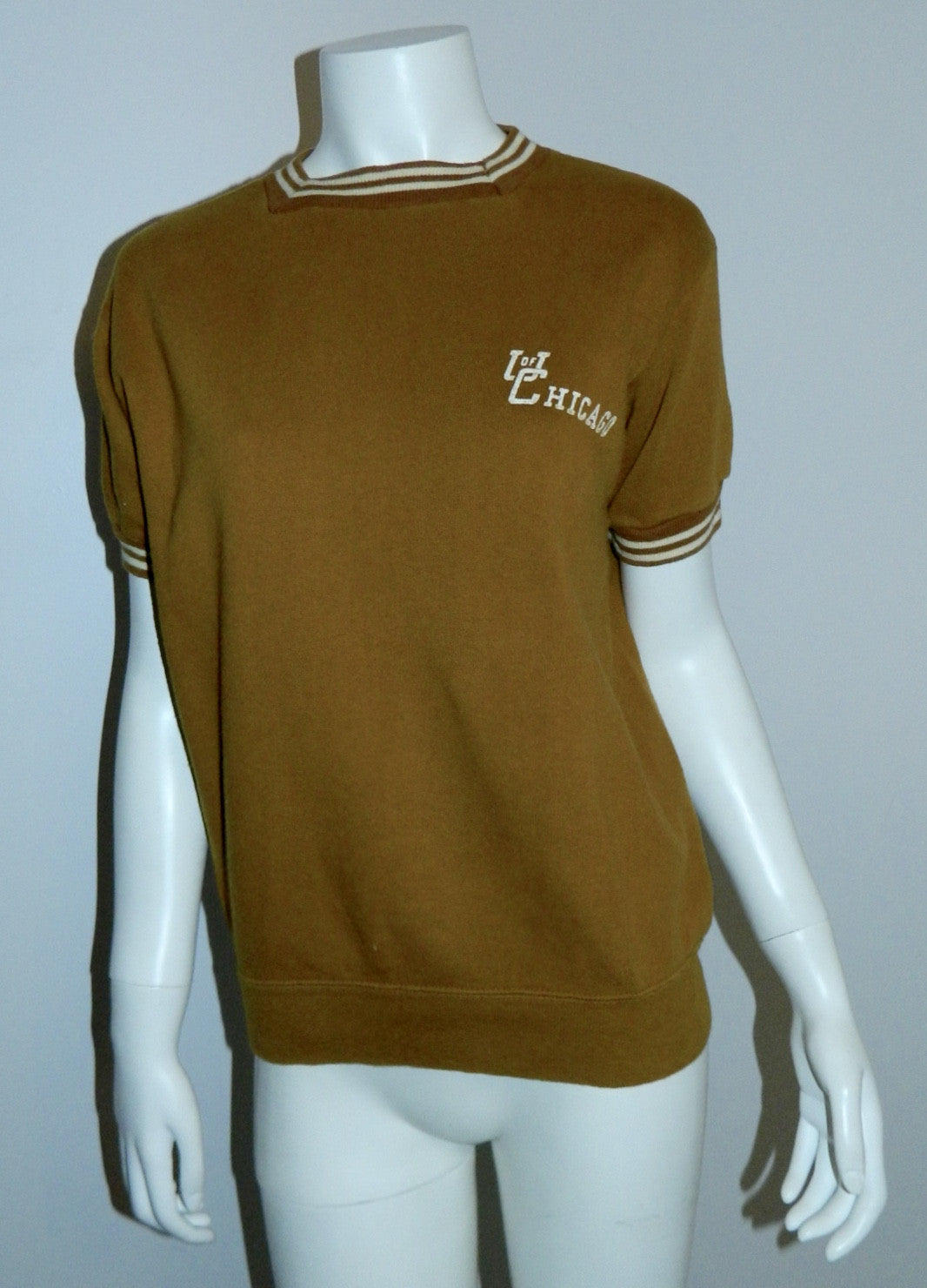 vintage 1960s sweatshirt University of Chicago tee shirt gold adult XS - S MCM