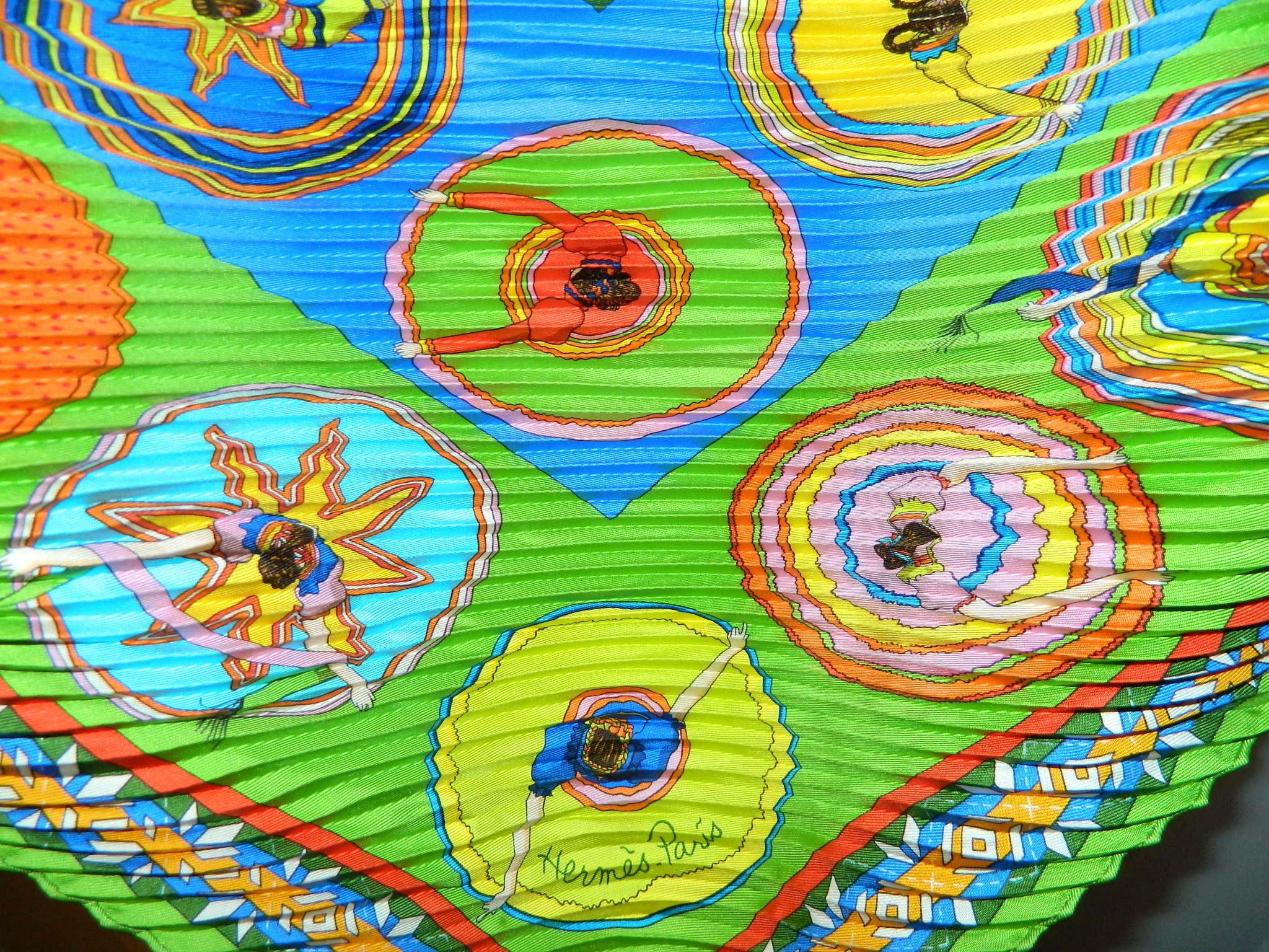 HERMES Belles de Mexique plisse silk scarf 2007 Virginie Jamin bright green / booklet and box