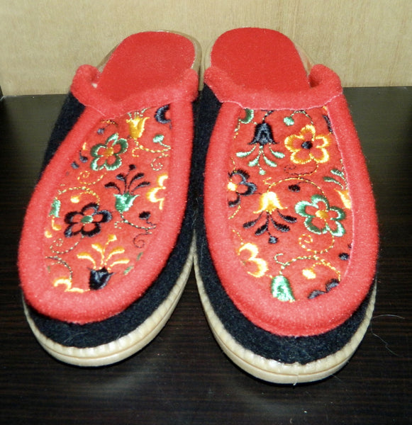 vintage 1960s wool felt clogs / floral embroidery / heels / slippers EU 37 / US 6.5 - 7