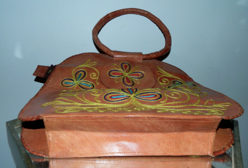 vintage 1970s embroidered bag / brown leather HIPPIE purse / floral handbag