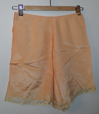 vintage 1930s tap pants 30s DECO peach silk shorts Mondaine hand made XS