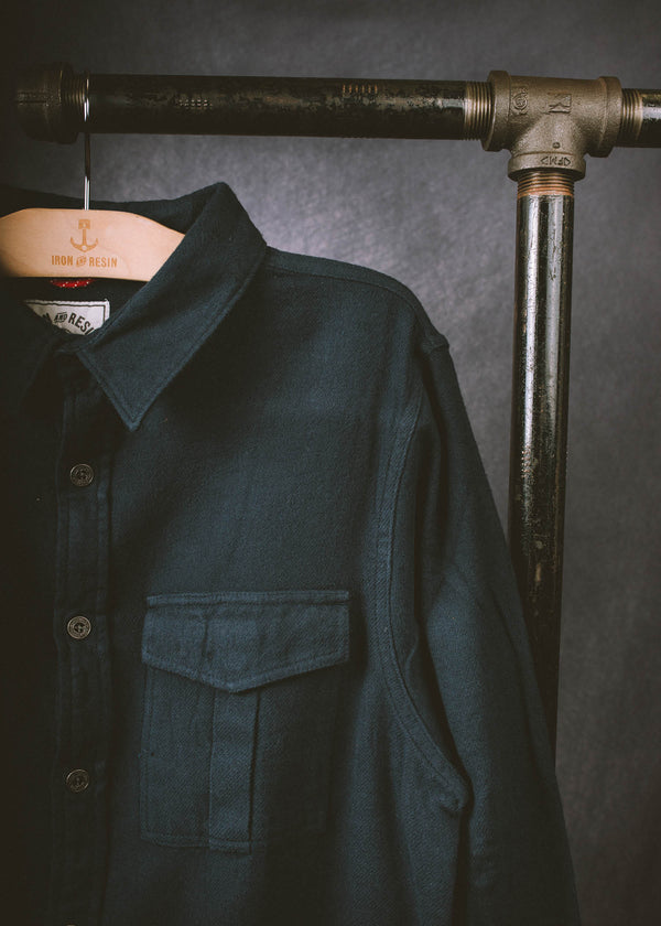 Iron & Resin Guide Shirt in Navy