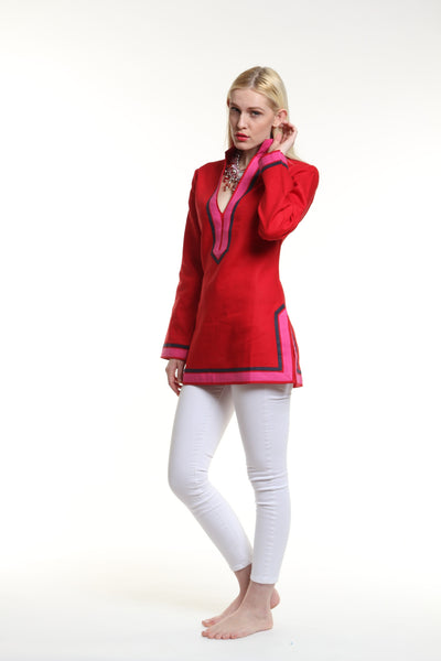 Red body, broad trim is fuchsia and thin trim is navy.  100% linen, pre shrunk, machine washable and dryer friendly.