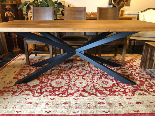 Dining table with spider metal base