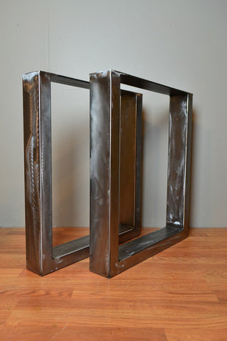 Rectangular Metal Legs in Brushed Metal