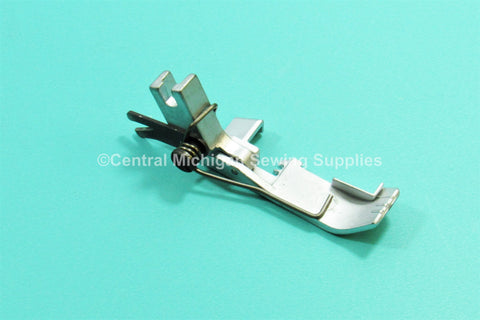 New Replacement Standard Presser Foot Fits Singer Serger 14U34, 14U44, 14U46, 14U64, 14U234, 14U285, 14U286, 14U344, 14U354, 14U44, 14U444, 14U454, 14U455, 14U46, 14U544, 14U554, 14U555, 14U64, 14U65, 14U85 Part # 412731