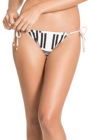 Reversible Illusion Up Bottom