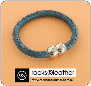 Rocks & Leather Bangle & Magnetic Clasp - Denim