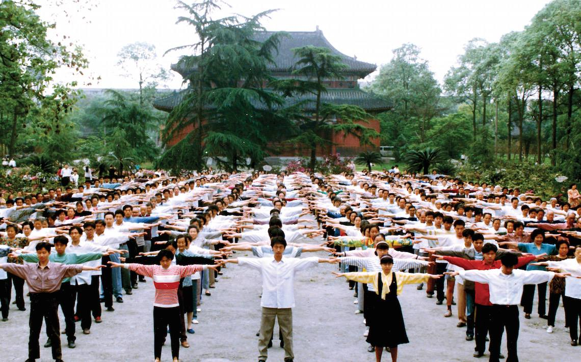 Large Falun Gong group exercise in Chengdu, China.