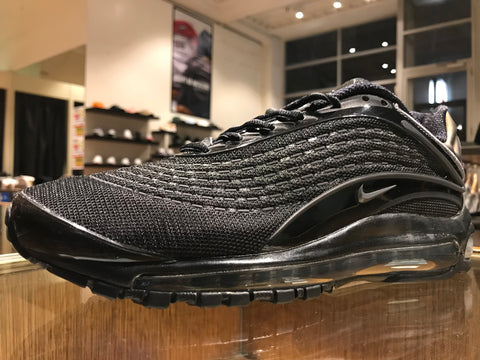 "Air Max Deluxe - ""Triple Black"""